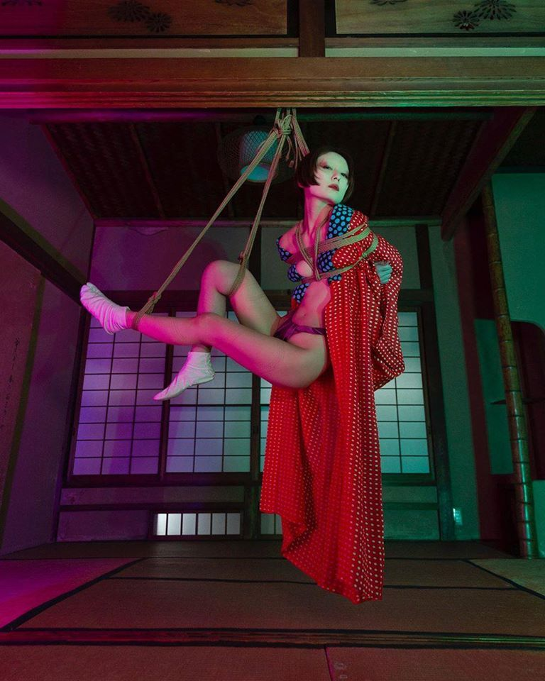 Shibari and Photo: Hajime Kinoko. Model: Ami Takahata
